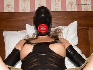 Bondage chick wearing tight black latex  - XXX Dessert - Picture 8
