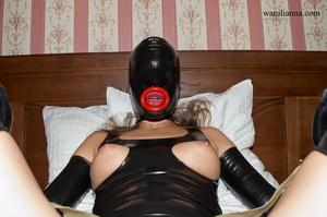 Bondage chick wearing tight black latex  - XXX Dessert - Picture 9