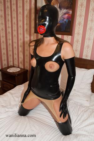 Bondage chick wearing tight black latex  - XXX Dessert - Picture 13