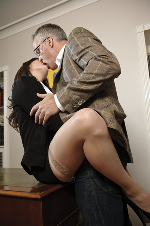 Busty young brunette hardly riding matur - XXX Dessert - Picture 3