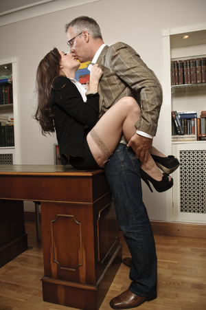 Busty young brunette hardly riding matur - XXX Dessert - Picture 6