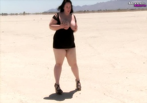 Big fat babe pops her monstrous juggs ou - XXX Dessert - Picture 4