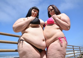 super sized hotties enseña