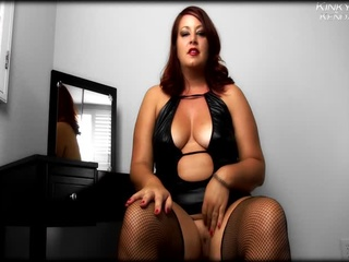 Gorgeous redhead with fat body posing in different sexy - Picture 1