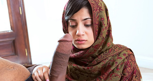 Brunette hottie in a headscarf sucking a - XXX Dessert - Picture 1