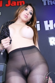ethnic t-girl pantyhose shows