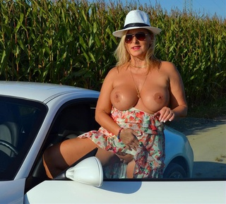 blonde hottie expose big