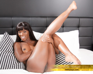 Foxy ebony pose her banging body with lu - XXX Dessert - Picture 4