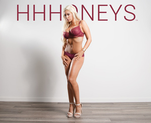 Busty blonde pose her banging body in ho - XXX Dessert - Picture 2