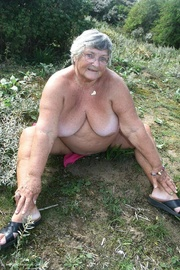 mature hottie displays her