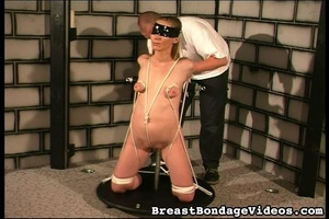 Ropes and chain make girl stay on her kn - XXX Dessert - Picture 5