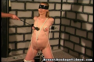 Ropes and chain make girl stay on her kn - XXX Dessert - Picture 7