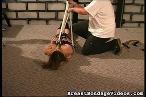 Ropes and chain make girl stay on her kn - XXX Dessert - Picture 16