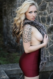 blonde bombshell with stunning