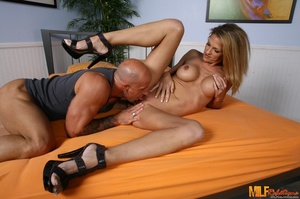 Foxy blonde wife with banging body strip - XXX Dessert - Picture 4