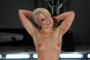 Fucking machine wrecks a hot blonde's ju - Picture 12