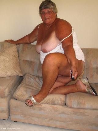 fat lady shows big