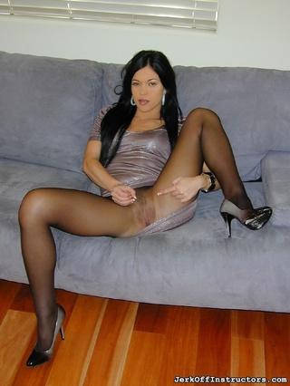 brunette chick dildo stimulate