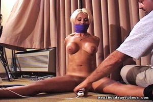 Gorgeous blonde was surprised with sexua - XXX Dessert - Picture 15