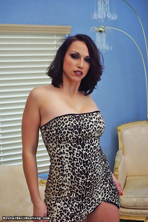 Seductive babe in leopard dress exposes  - XXX Dessert - Picture 6