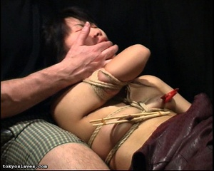 Japanese lady in bondage gets her pussy  - XXX Dessert - Picture 13