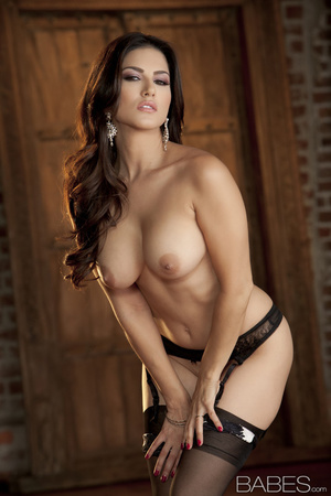 Busty brunette lady in wonderful black l - XXX Dessert - Picture 8
