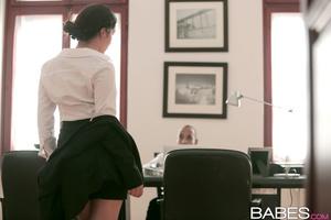 Business lady gets warm cumshot on her w - XXX Dessert - Picture 2