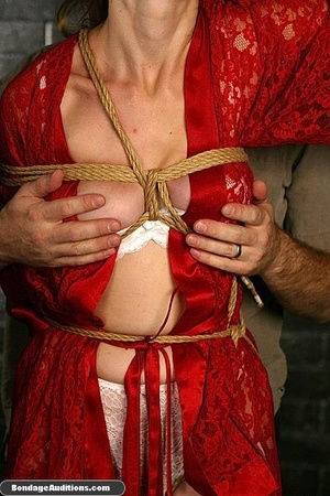 Beautiful lady in red loves some kinky b - XXX Dessert - Picture 4