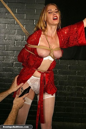 Beautiful lady in red loves some kinky b - XXX Dessert - Picture 7