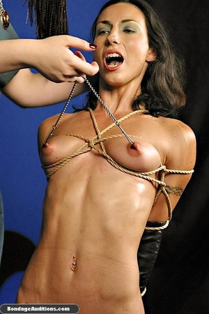 Bondage model gets two dildos up her smo - XXX Dessert - Picture 5