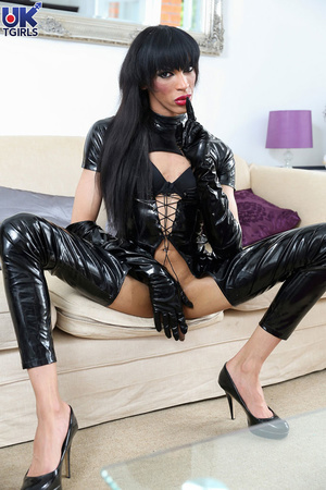 Tranny Mistress in a hot black bodysuit  - XXX Dessert - Picture 2