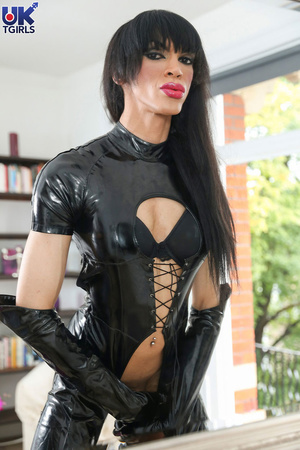 Tranny Mistress in a hot black bodysuit  - XXX Dessert - Picture 4