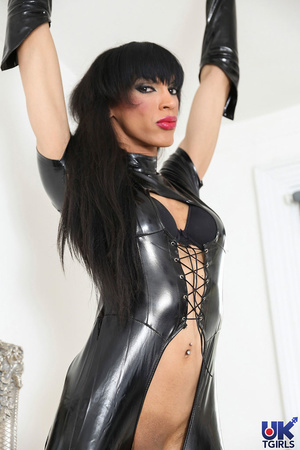 Tranny Mistress in a hot black bodysuit  - XXX Dessert - Picture 5