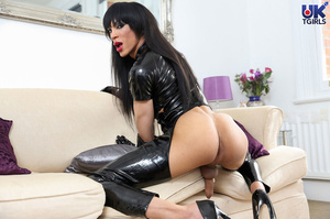 Tranny Mistress in a hot black bodysuit  - XXX Dessert - Picture 8