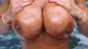 Experienced MILF slut is ready for hot f - XXX Dessert - Picture 2