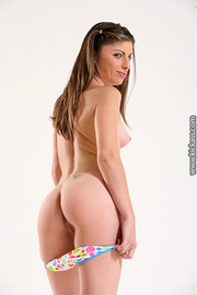 lusty tush brunette white