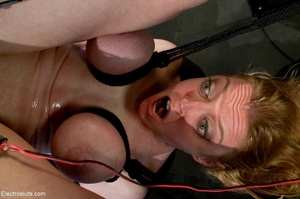 Double penetration via electrode probes  - XXX Dessert - Picture 16