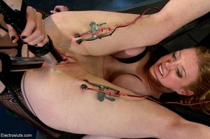 Double penetration via electrode probes  - XXX Dessert - Picture 17