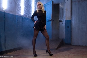 Domme in black leather gloves gives it t - XXX Dessert - Picture 4