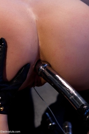 Domme in black leather gloves gives it t - XXX Dessert - Picture 13
