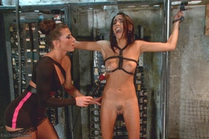 Sexy submissive gets a real charge out o - XXX Dessert - Picture 4
