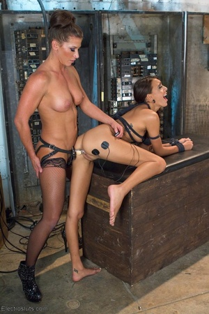 Sexy submissive gets a real charge out o - XXX Dessert - Picture 15