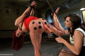 Partially suspended slut with a huge but - XXX Dessert - Picture 15