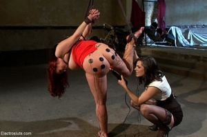 Partially suspended slut with a huge but - XXX Dessert - Picture 16