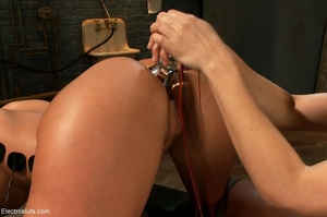 Mistress takes her time wiring her submi - XXX Dessert - Picture 17