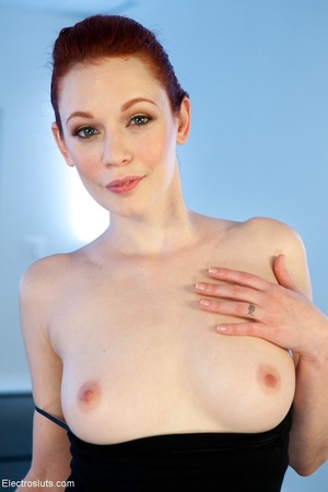 Ginger in red heels cries out when touch - XXX Dessert - Picture 3