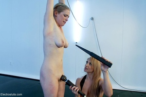Cutie with a shaved snatch is blindfolde - XXX Dessert - Picture 15