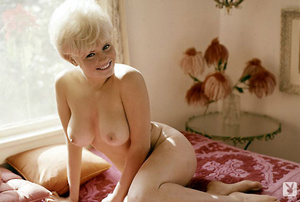 Sweet 60's Playboy blonde model with hug - XXX Dessert - Picture 5
