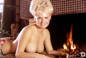 Sweet 60's Playboy blonde model with hug - XXX Dessert - Picture 6
