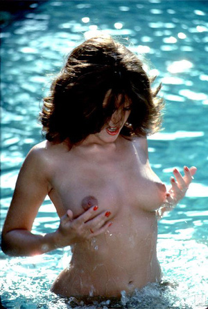 70's brunette chick with natural tits sh - XXX Dessert - Picture 5